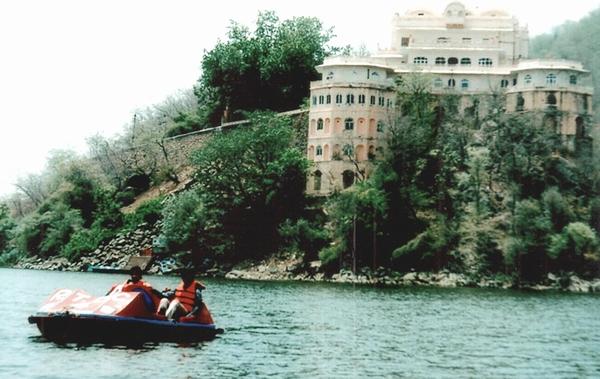 Silsehr Lake palace